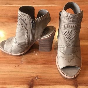 Vince Camuto Karinta open toed booties
